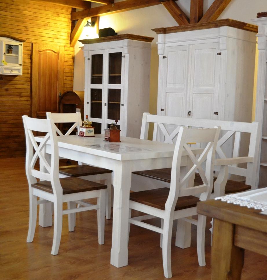 Vidiecky drevený nábytok