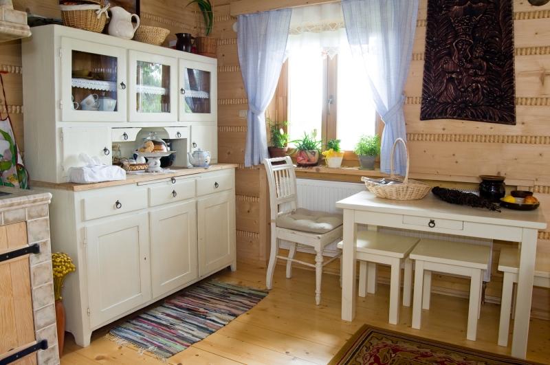 Provensálsky vidiecky nábytok