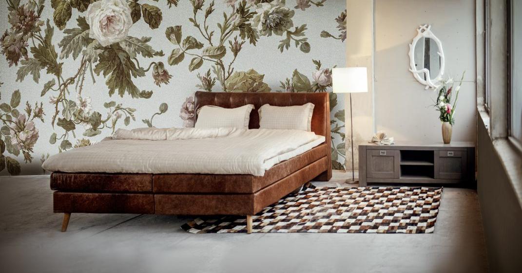 Kožená posteľ