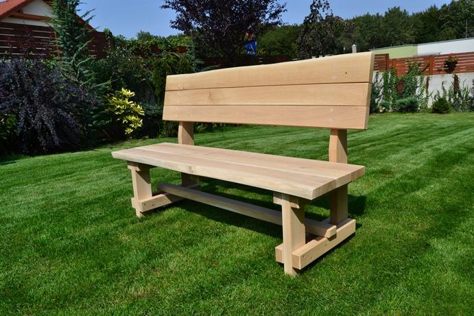 Záhradná drevená lavička