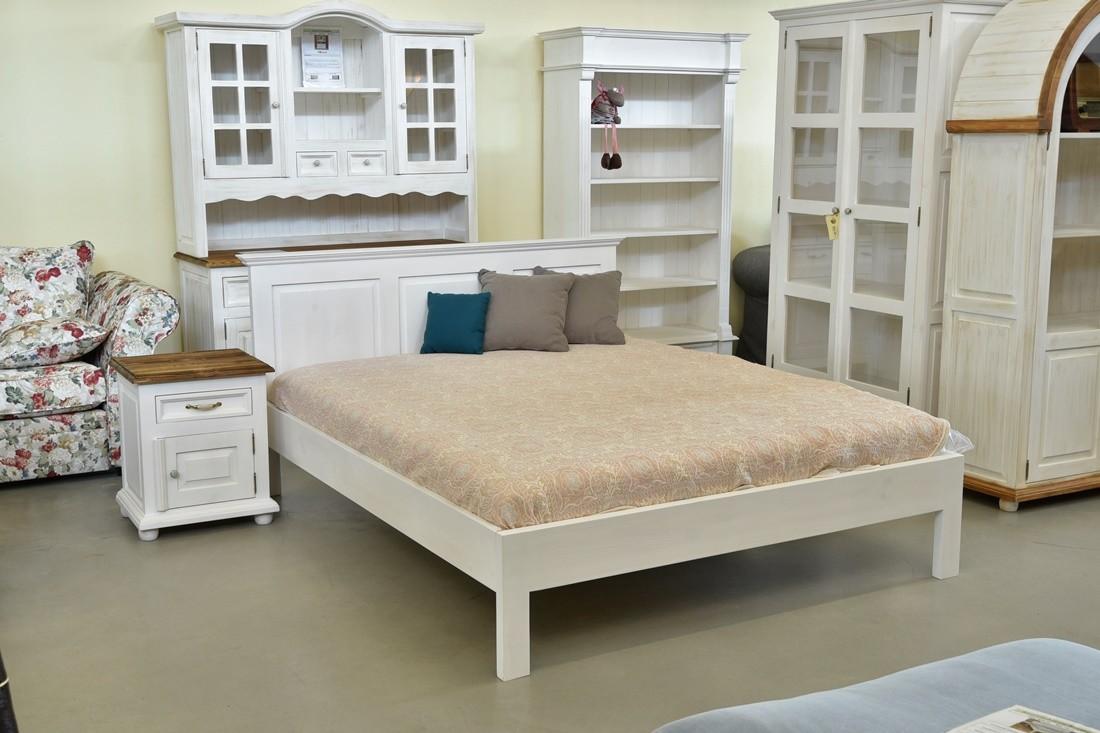 0f256f214cc2 Biele manželská posteľ z dreva vidiecka