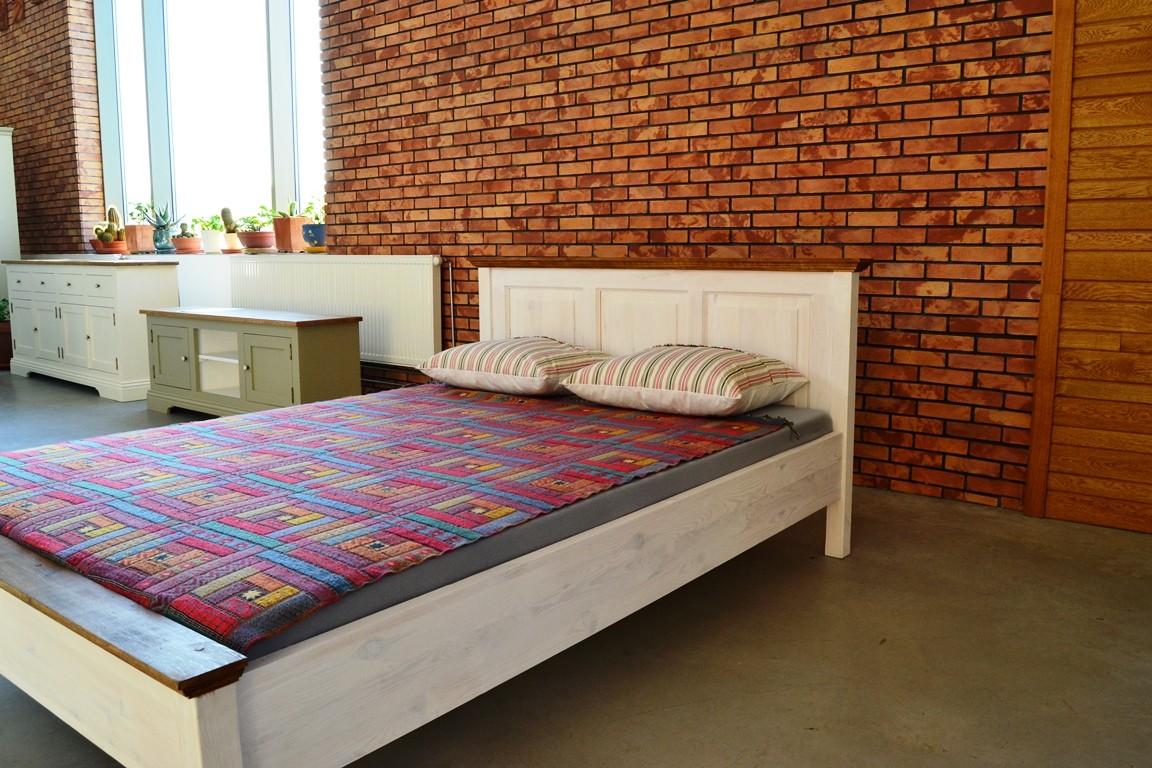 14bd2d107422 Drevená manželská posteľ biela 160 x 200