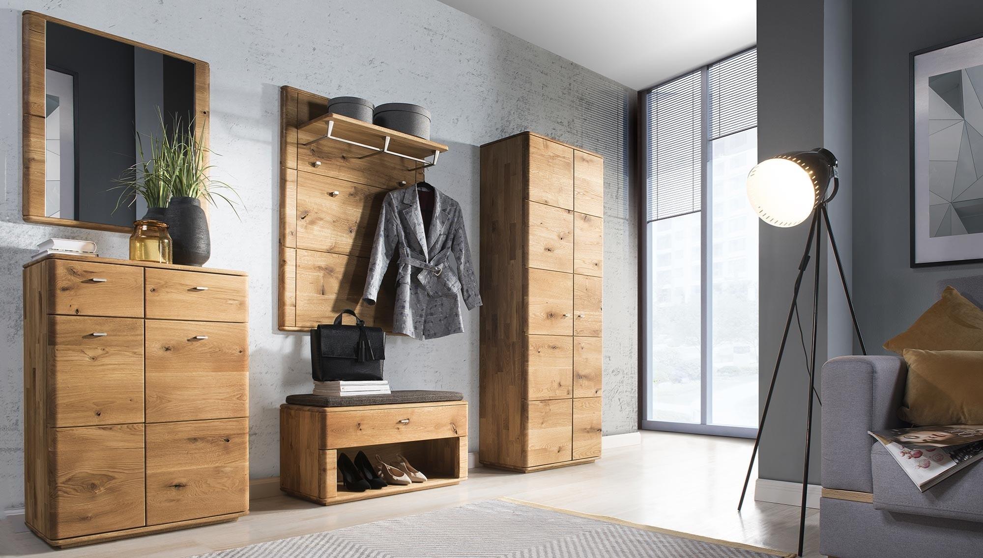 Dubový nábytok do chodby