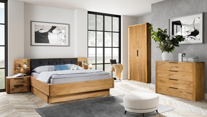 drevený dubový nábytok do spálne