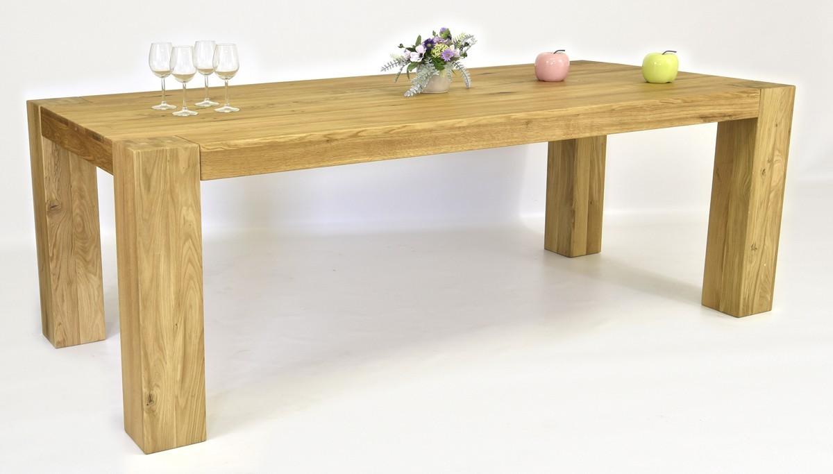Pevný drevený stôl z masívu