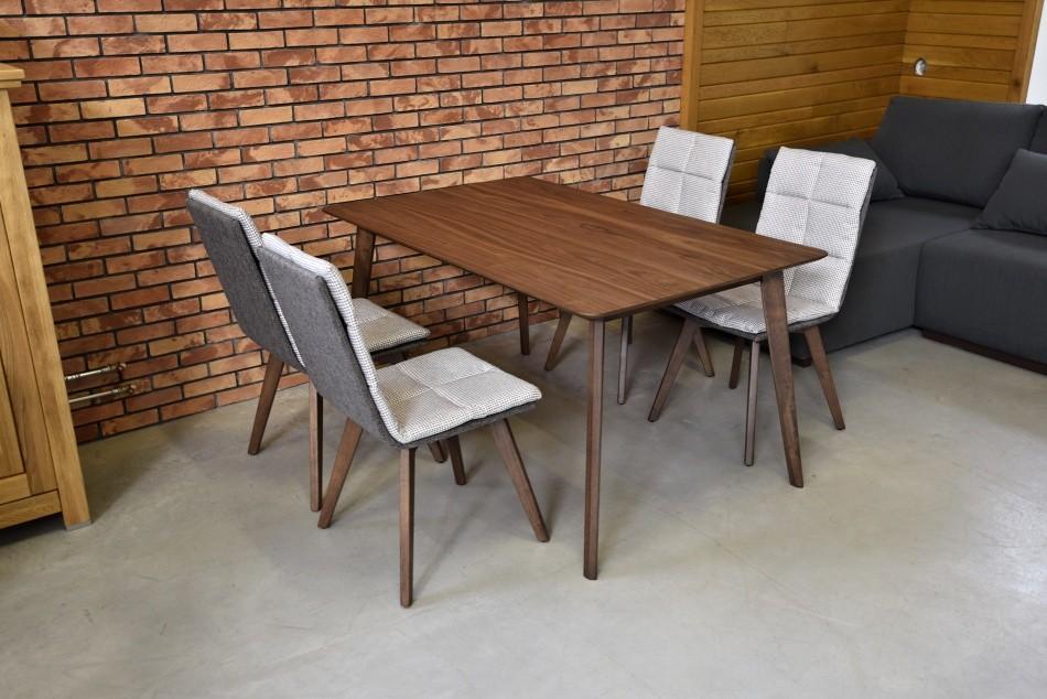 248d19cb6d78 Nádherná štruktúra dreva originálny vzhľad a jedinečný dizajn . Hrúbka  vrchnej dosky stola 2 cm. Jedálenský stôl ma dokonalé vypracovaným masívne  nožičky