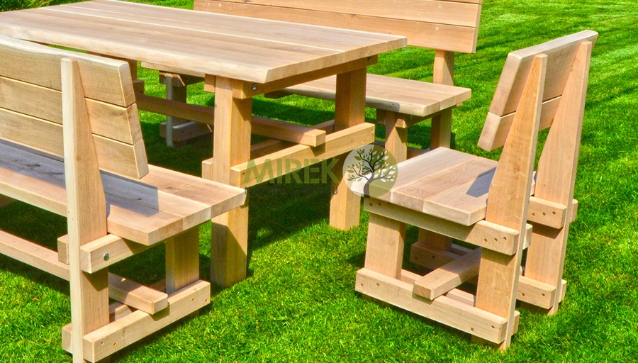 Dubový stôl do záhrady
