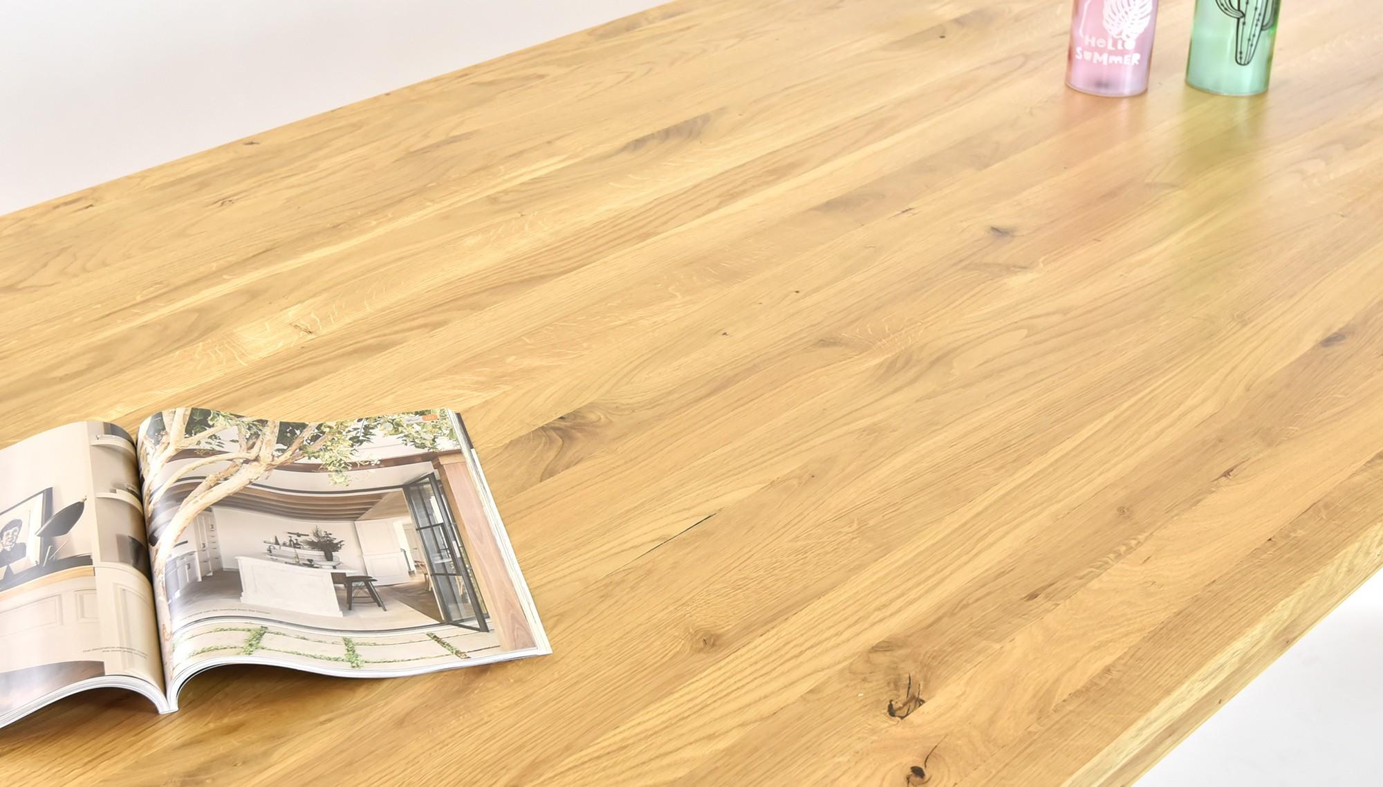stôl do jedálne z dreva