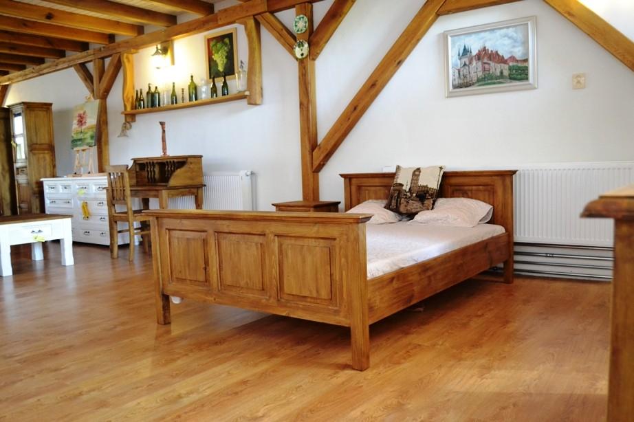 Rustikálna posteľ z dreva 200 x 200