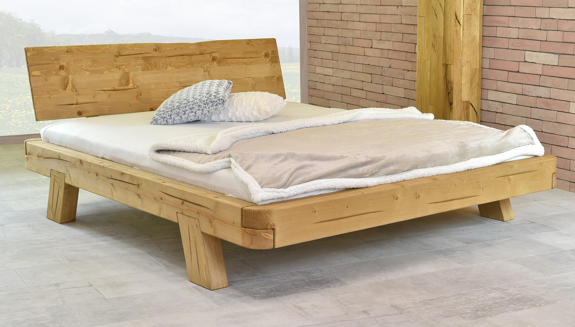 Moderná drevená posteľ smrek 160 x 200
