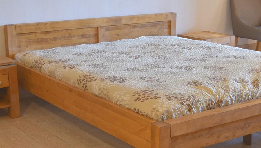 Pevná manželská posteľ odtien dub