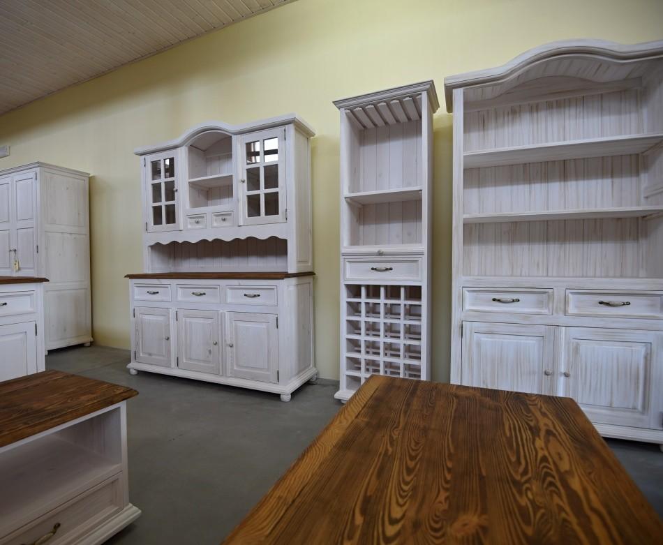 drevený nábytok biela patina