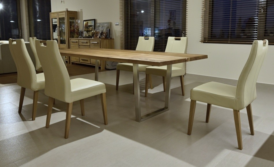 5150250ca053 Stolička je kombinovaná s dubovým drevo s povrchovou úpravou olej. Príjemná  a pohodlná aj pri celovečernom sedení. Výhodou je nízka váha