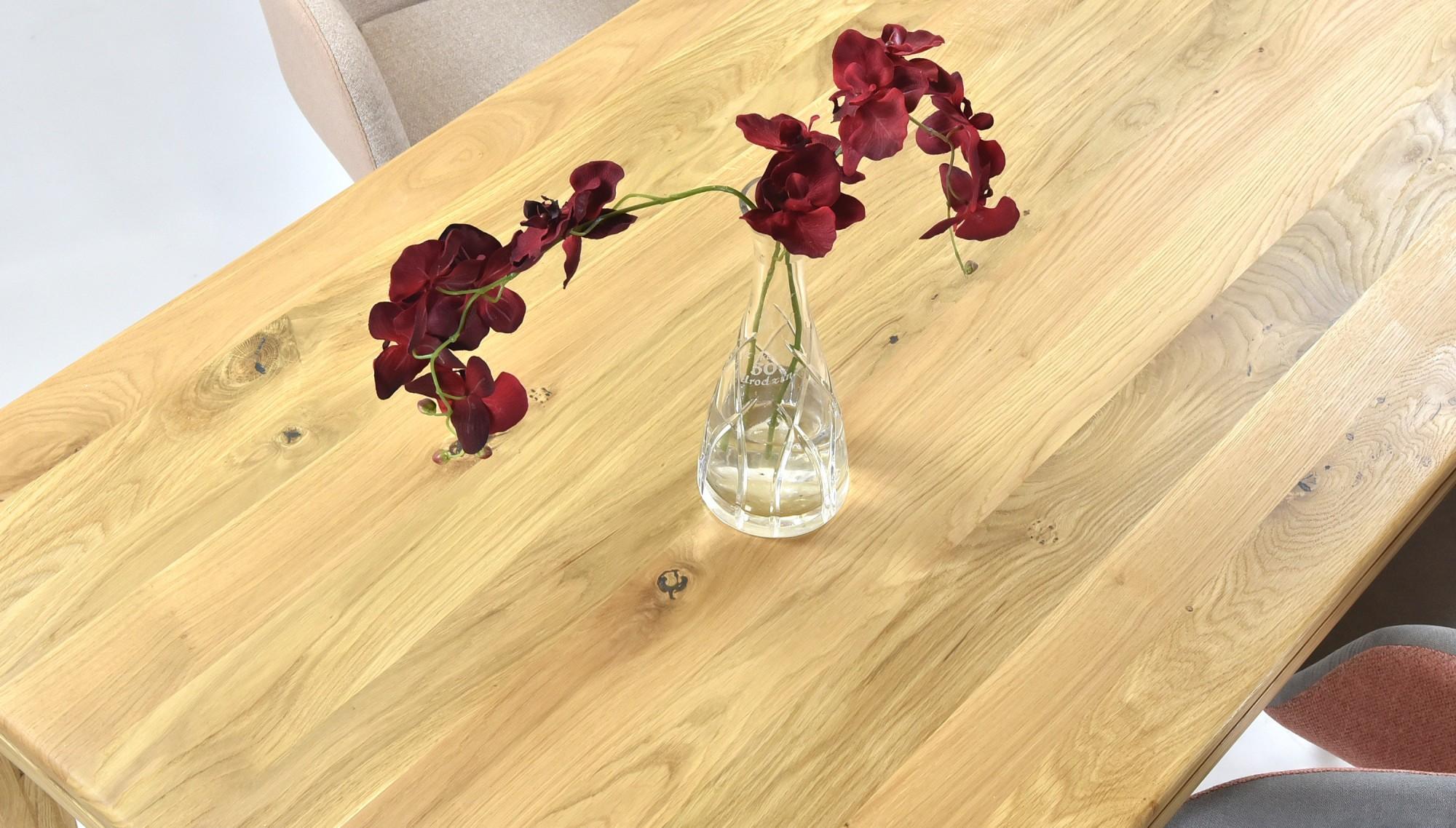 Pevný dubový stôl do jedálne