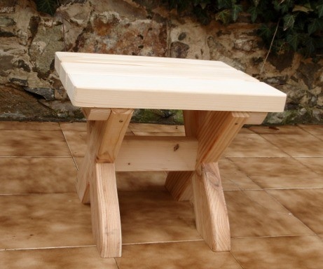 Záhradný stolček smrek