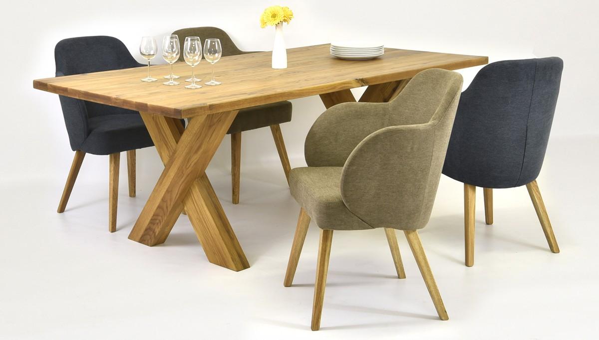 Stôl do jedálne a pohodlné kreslá