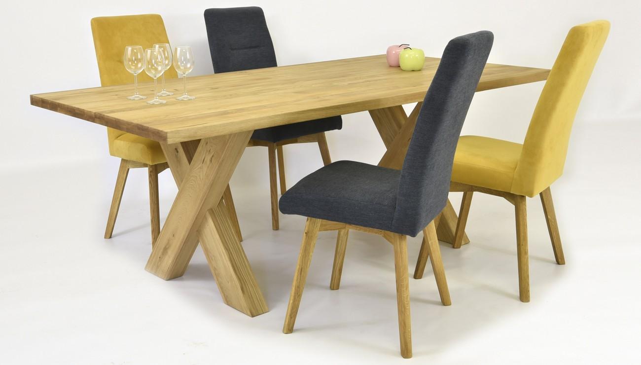 moderný stôl z dreva do jedálne