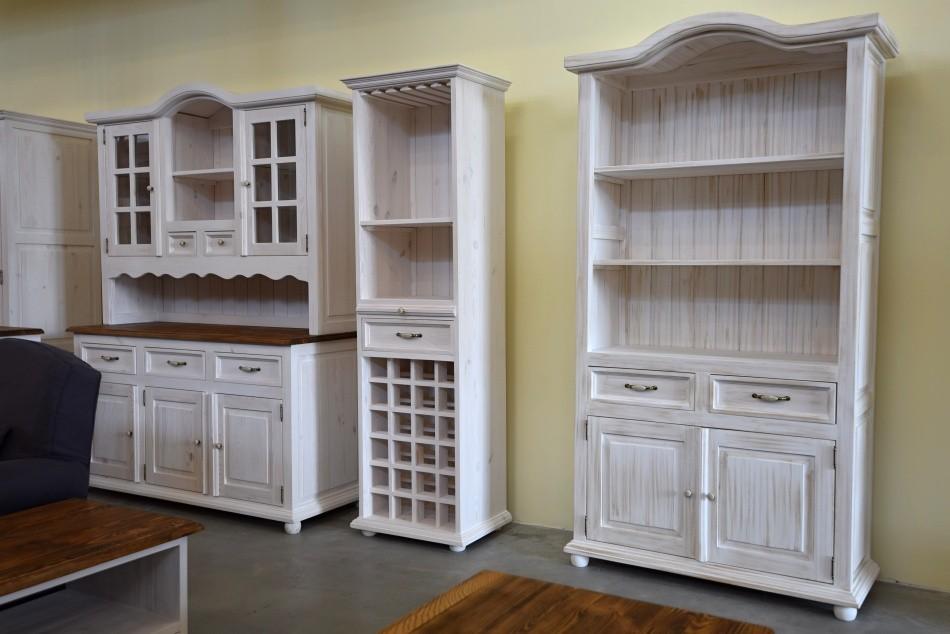 ee69f5fce587 Nádherná drevená vitrína Provence vyrobená z čistého dreva biela patina