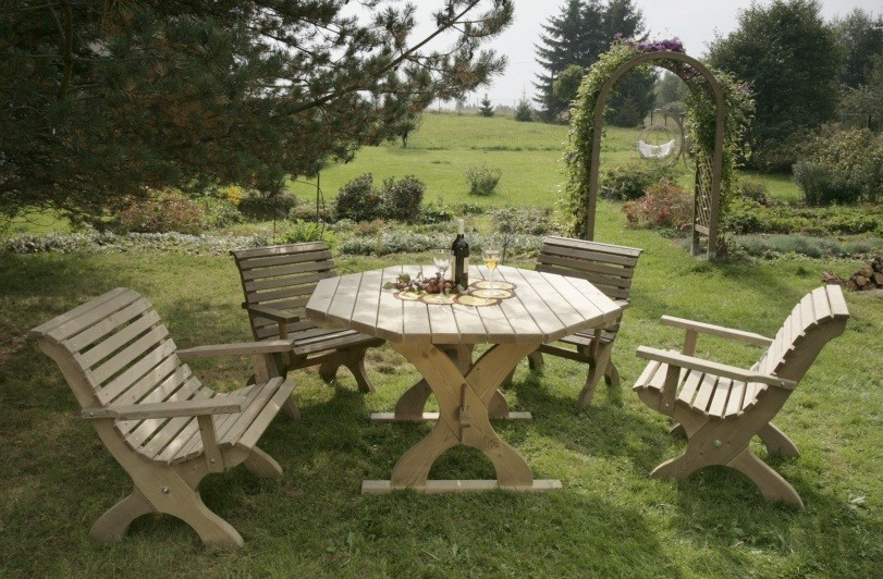 Osemuholníkový stôl do záhrady