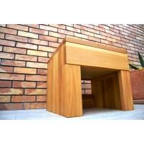 Nočný stolík z dubového dreva